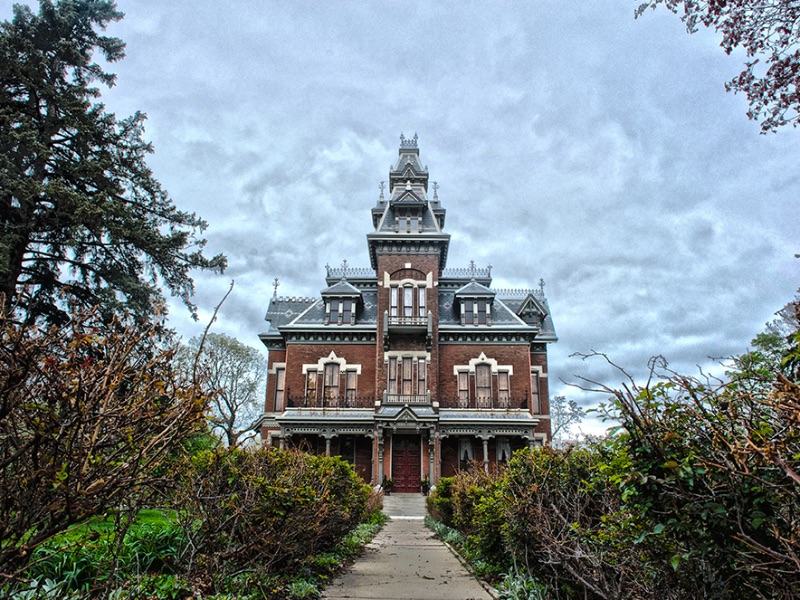 A sidewalk leading to the front door of the Vaile Mansion in Independence, MO.