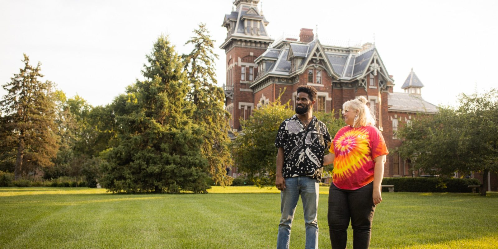 Influencer Jon Marzette and his girlfriend, Ann, on the grounds of the Vaile Mansion in Independence, MO